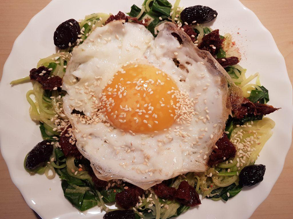 Gotova zdrava večera sa jajem na oko