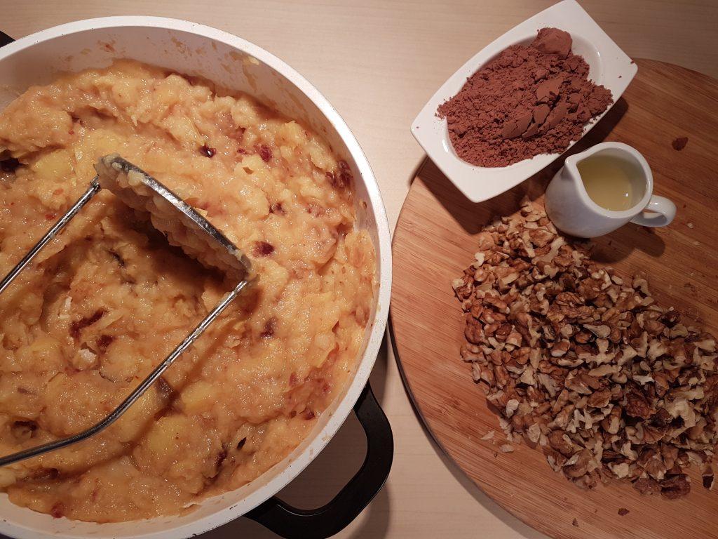 Druga faza pripreme za čokoladni krem od dunje