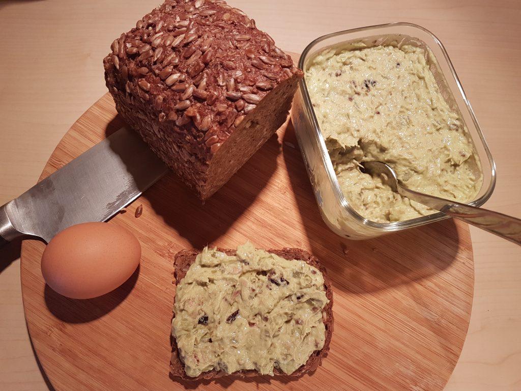 Hleb i salata od tunjevine