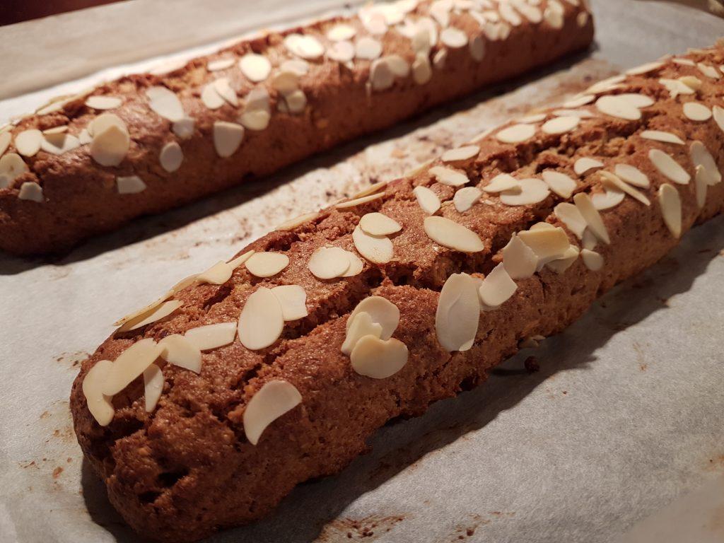 Biscotti prekriveni listicima badema
