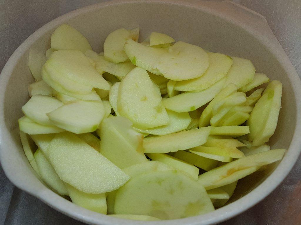 Iseckana jabuka za pripremu kolača