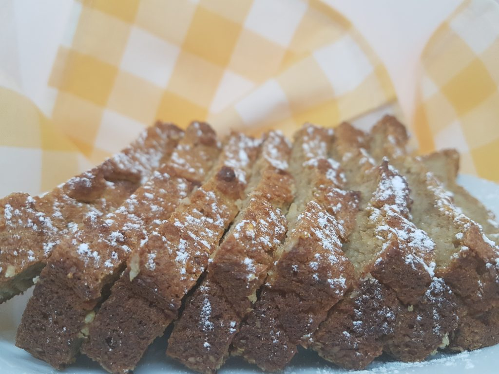 Isečen kolač sa đumbirom