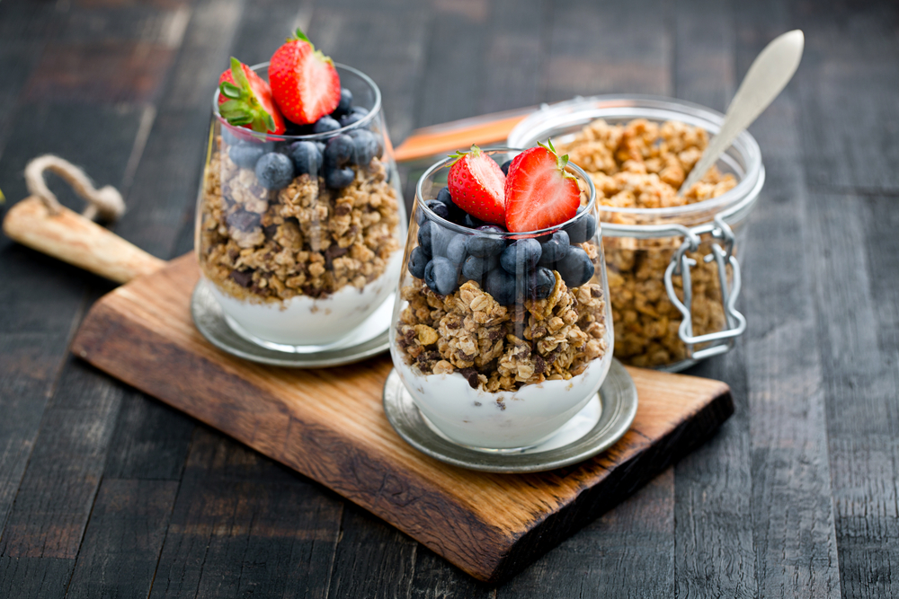 Zdrava granola u posudi