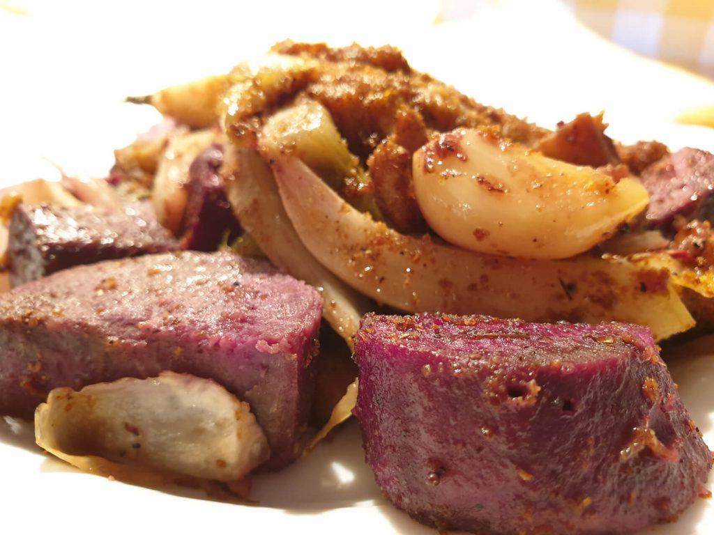 Porcija piletine u kariju s povrćem